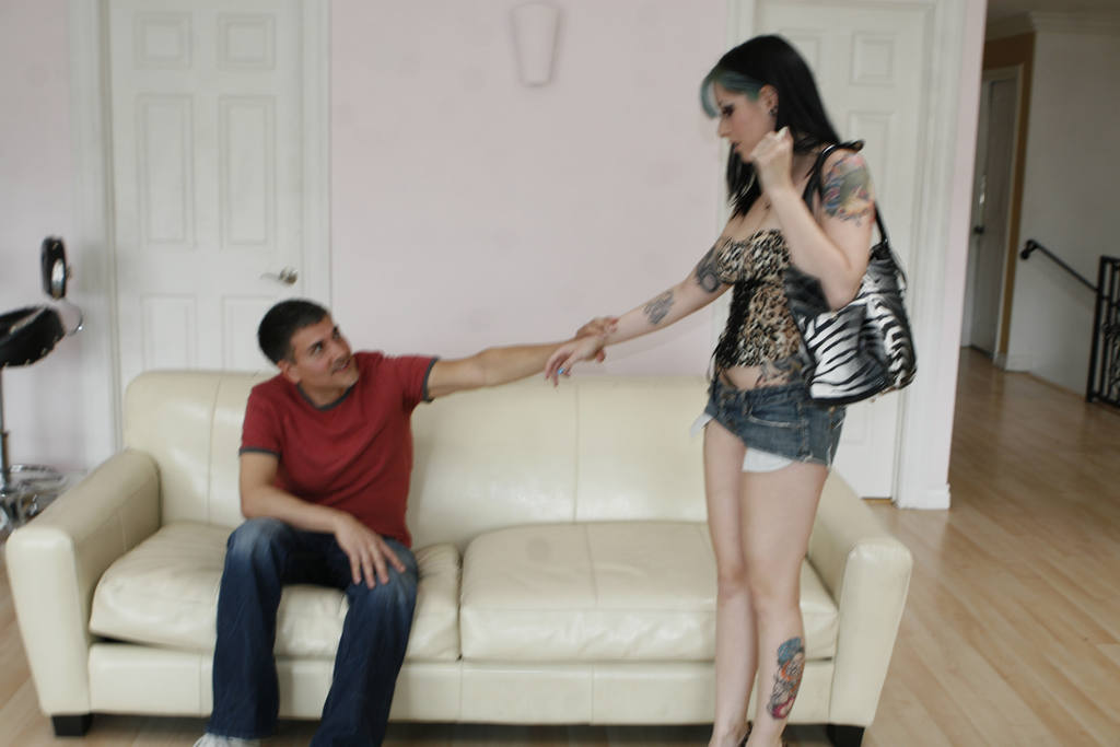 Hot babe hooks up with an ex