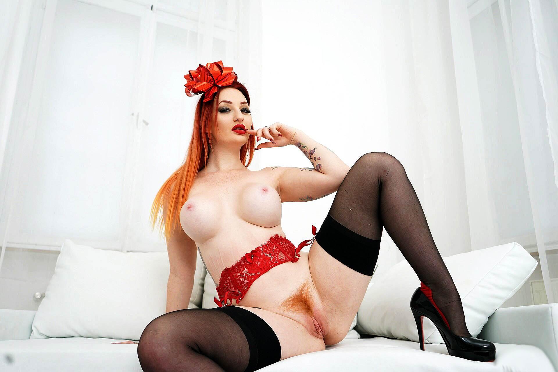 Zara DuRose Photos